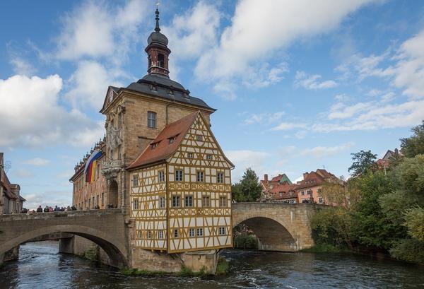 Bild aus der Stadt Bamberg. Dort half BIM zur Visualisierung und Information der Bürger über ein anstehendes Bauprojekt der Deutschen Bahn.